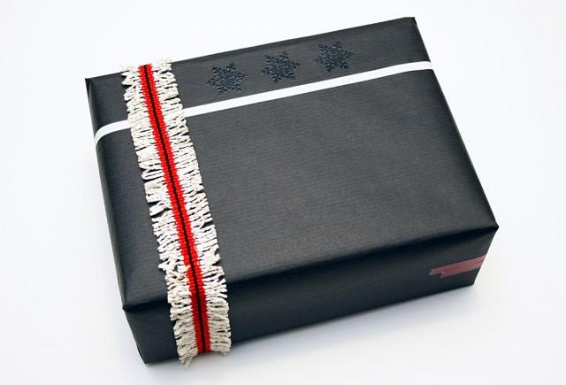 Paquet cadeau noir et blanc