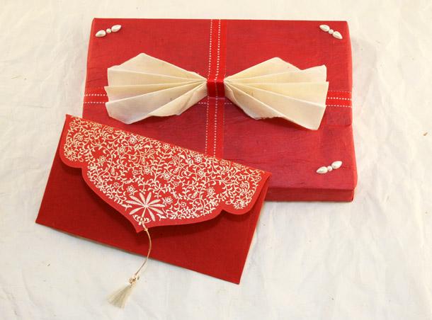 paquet cadeau f te des m res noeud pap 39 masking tape et papier cadeau. Black Bedroom Furniture Sets. Home Design Ideas