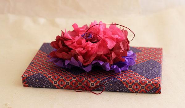 Une fleur de papier pour no l masking tape et papier cadeau - Rouge comme une pivoine ...