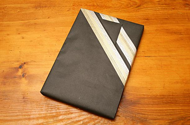 Papier kraft et masking tape paquet cadeau sur 100 mag masking tape et papier cadeau - Pliage papier cadeau ...